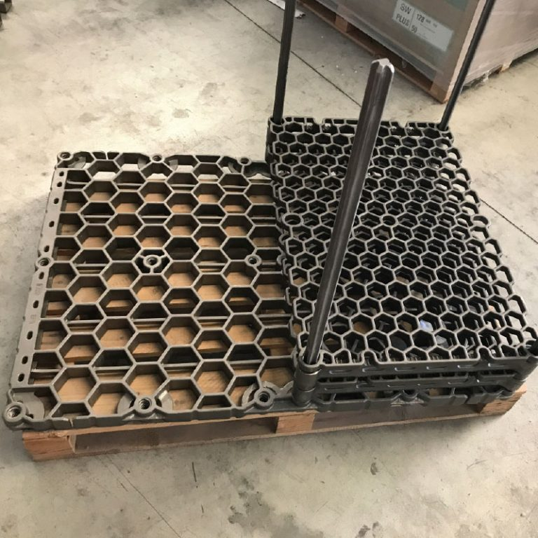 Baskets and trais for loading systems
